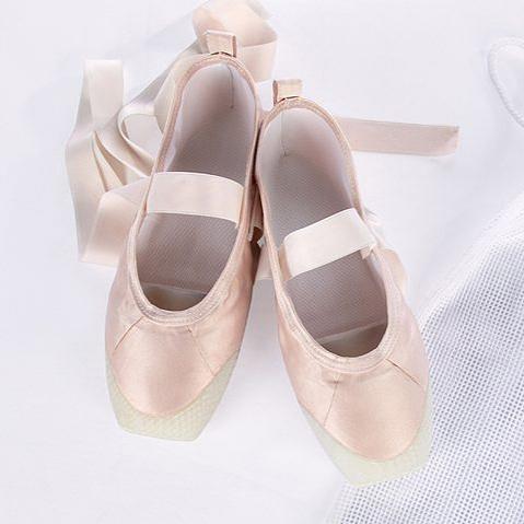 Nyomtatott spicc-cipő hozhat megváltást a balerinák számára